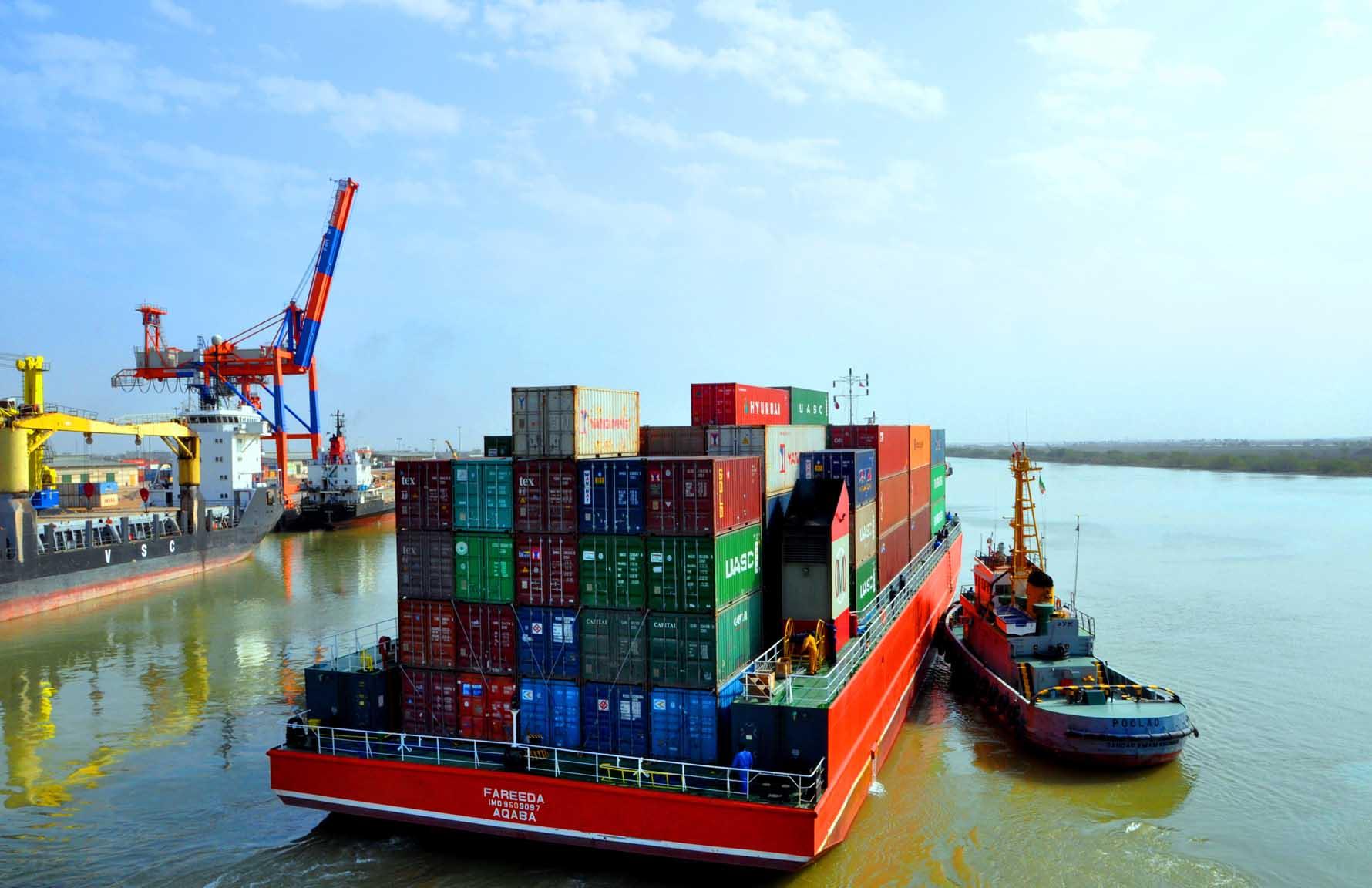 تداوم صادرات کالا از منطقه آزاد اروند