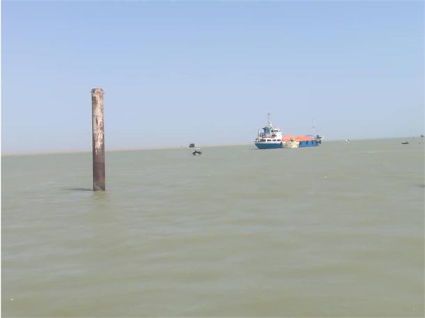 نجات یک فروند قایق صیادی در آبراه اروند
