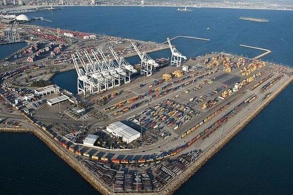 پهلوگیری دو کشتی کالای اساسی در بندر چابهار