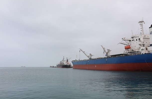 پهلوگیری ۲ کشتی کالای اساسی در بندر چابهار