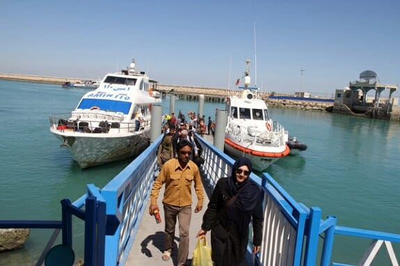 سفر با شناور مسافربری دریایی در اسکله مسافربری