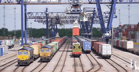 تفاهم راه آهن و بنادر برای افزایش حمل ریلی بار از بندر شهید رجایی