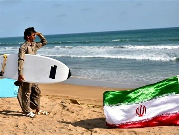 ورزش ساحلی و دریایی موج سواری در سواحل مکران
