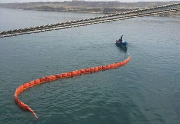 فنس بومها؛ راهکاری ایده آل برای مهار آلودگیهای دریایی