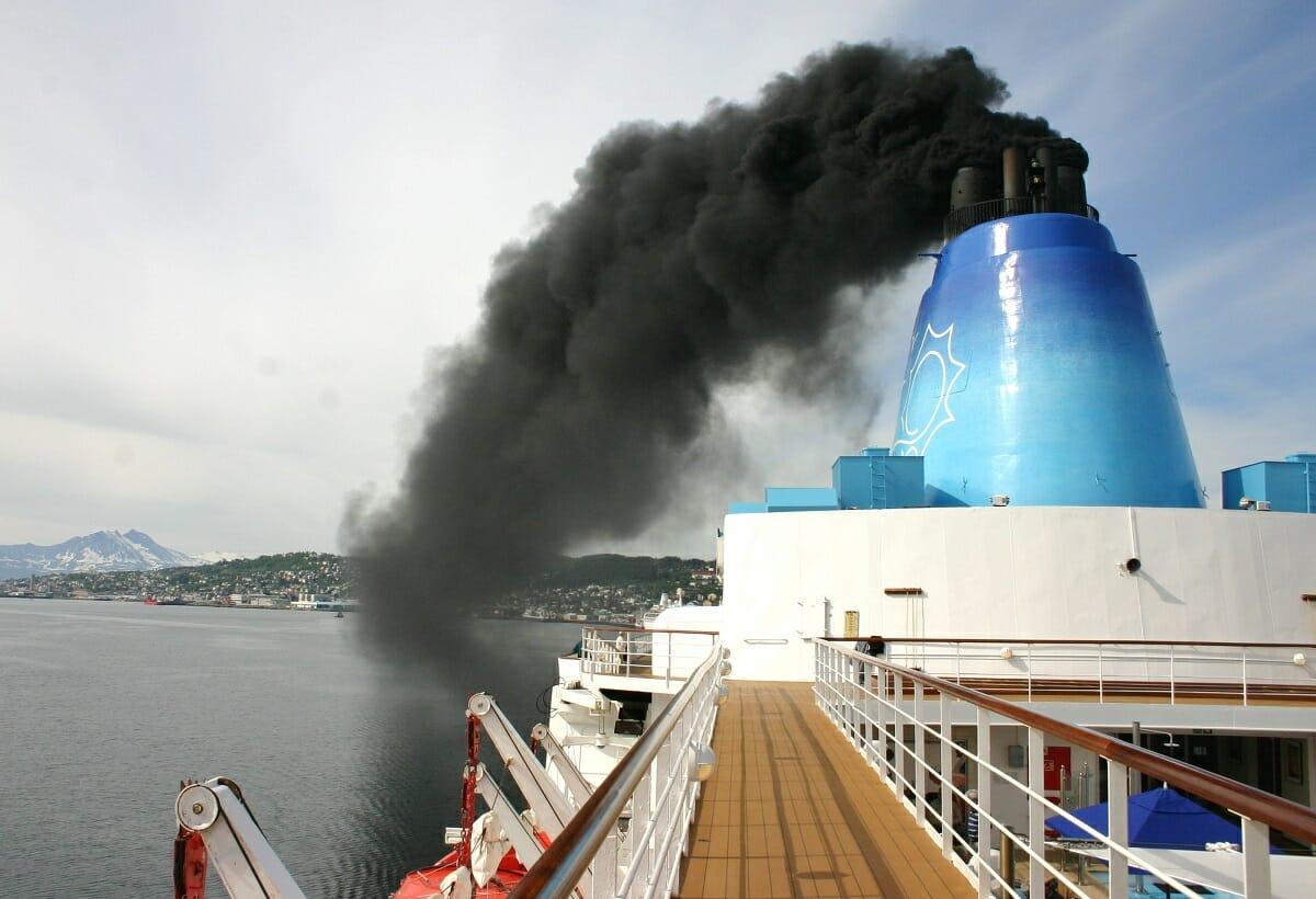 آلودگی دود هوا توسط کشتی