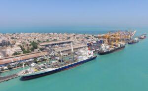کشتی در اسکله تاریخی بندر بوشهر