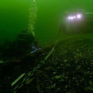 تعمیر کابل زیردریایی با ربات rov و غواص
