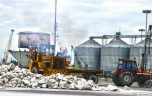 صادرات محموله سنگ نمک از بندر انزلی