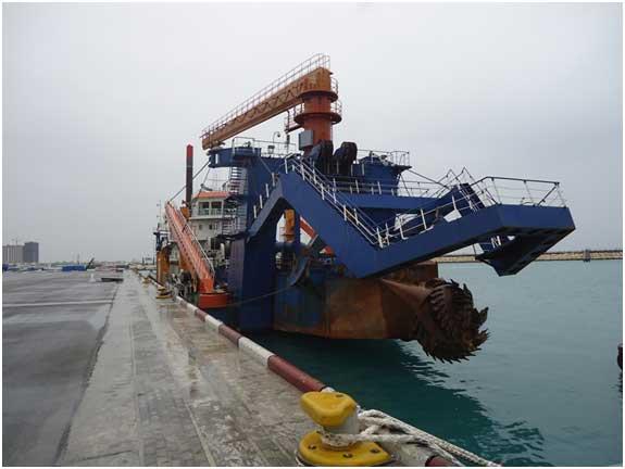 لایروبی حوضچه شرقی و بندر تجاری لازمه پهلوگیری کشتی های سنگین