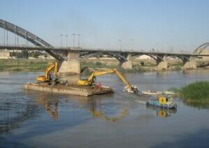 لایروبی رودخانه برای مقابله با سیلاب