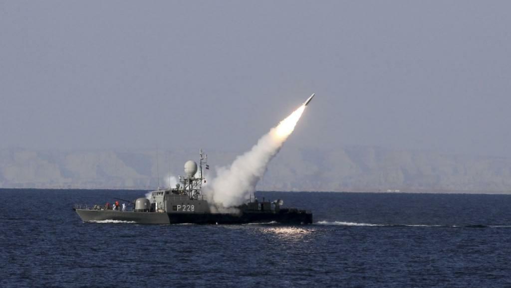 موشک قادر دست بلند نیروهای مسلح ایران در خلیج فارس