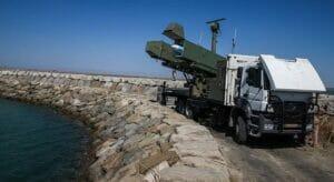 موشک قادر دست بلند نیروهای مسلح ایران در خلیجفارس