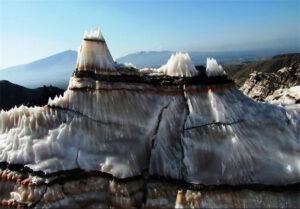 گنبد نمکی جاشک در بندر دیر استان بوشهر