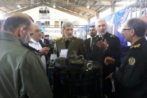 امیر حاتمی وزیر دفاع در کنار امیر رستگاری در بازدید از سازمان صنایع دریایی