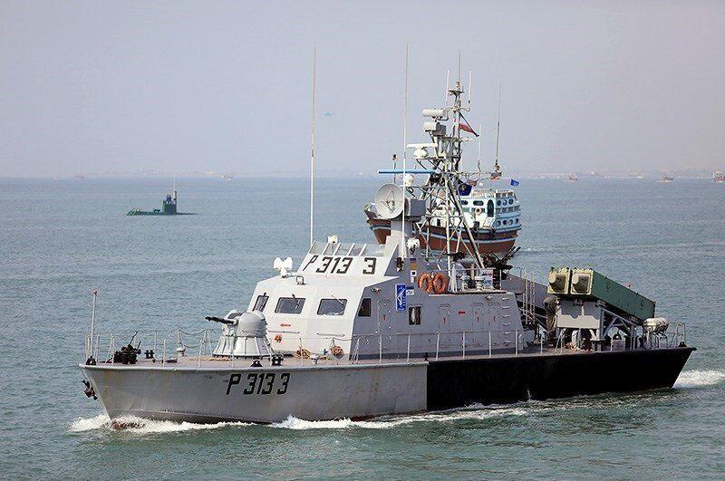 شناور «تندر» نیروی دریایی سپاه مجهز به موشکهای کروز قدیر با برد ۳۰۰ کیلومتر