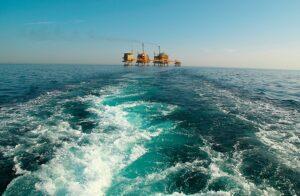 نمایی-از-سکوی-نفتی-سروش-در-آبهای-نیلگون-خلیج-فارس