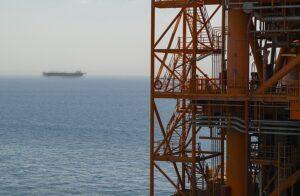 نمایی-از-پایانه-شناور-خلیج-فارس-FSU-از-روی-سکوی-نفتی-سروش