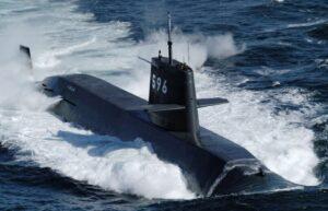 به آب اندازی زیردریایی مرموز چینی