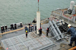 نصب سامانه موشکی برد بلند باور ۳۷۳ بر روی تریماران سفینه در پروژه نگین نیروی دریایی ایران