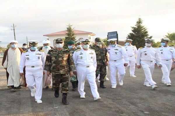 فرمانده کل ارتش از پایگاه دریایی غرب خزر در آستارا بازدید کرد