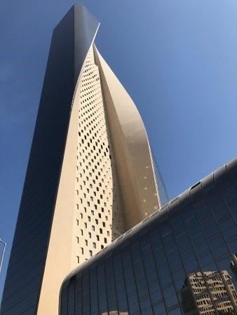 برج الحمراء (Al Hamra Tower)