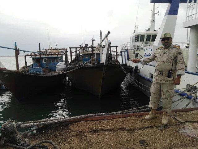 توقیف ۴ کشتی و قایق صیادی در آبهای ساحلی بوشهر