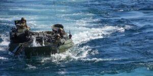 رزمایش نیروی دریایی آمریکا در سواحل کالیفرنیا - Assault Amphibious Vehicle