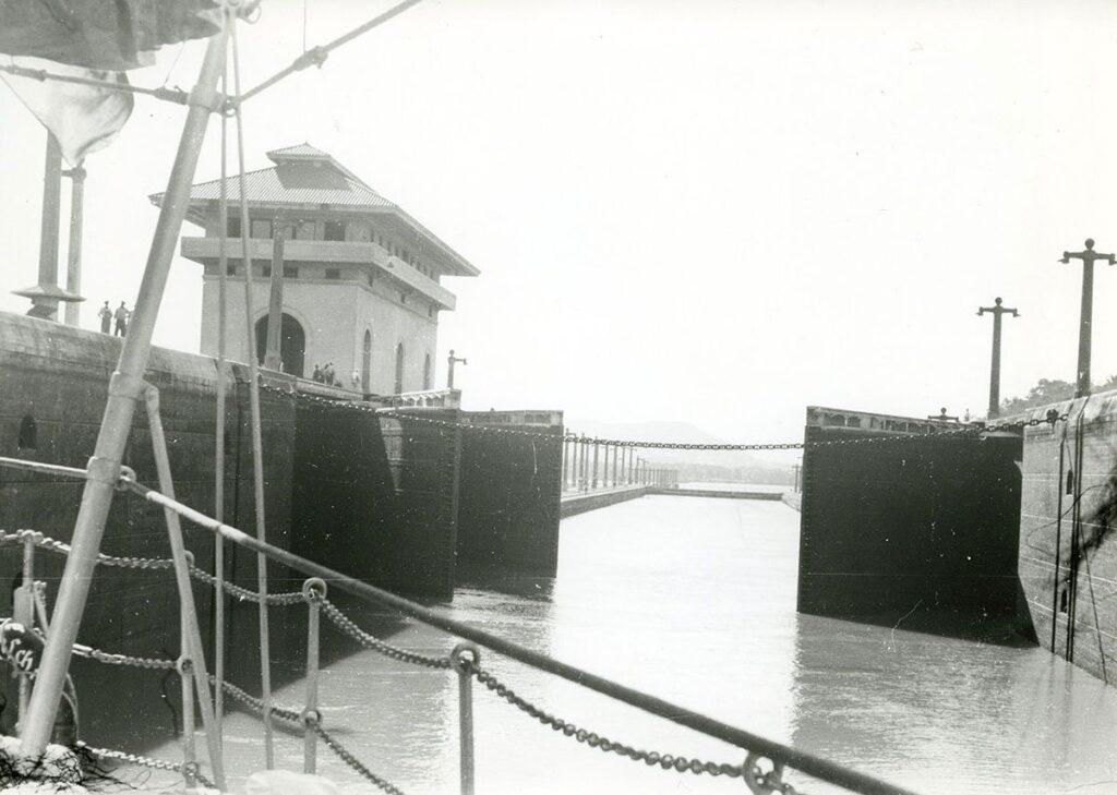 زنجیر محافظ سد سلولی کانال پاناما