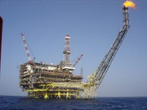 سکوی دریایی در میدان گازی بوری در دریای مدیترانه