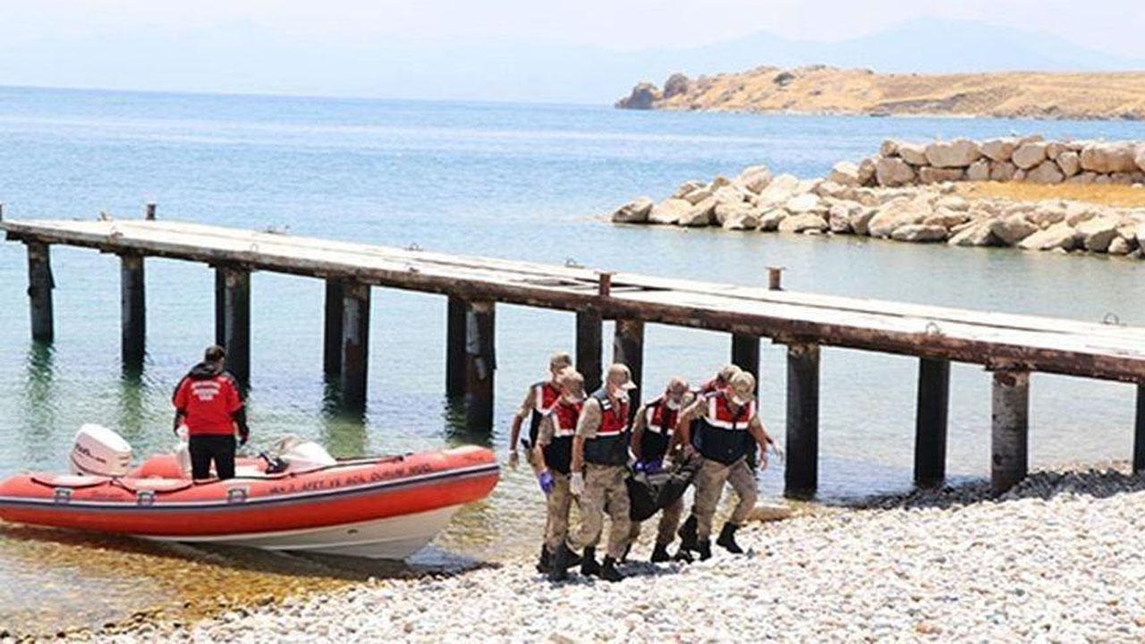 شمار جان باختگان حادثه غرق شدن قایق مهاجران در دریاچه وان ترکیه