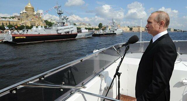 مراسم روز نیروی دریایی روسیه با حضور پوتیت در پایتخت دریایی روسیه بندر سنپترزبورگ
