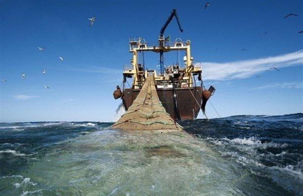 کشتی متخلف ترال در چابهار توقیف شد