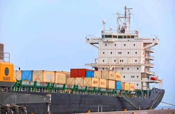 ششمین کشتی گندم اهدایی هند به افغانستان در بندر چابهار پهلو گرفت+فیلم
