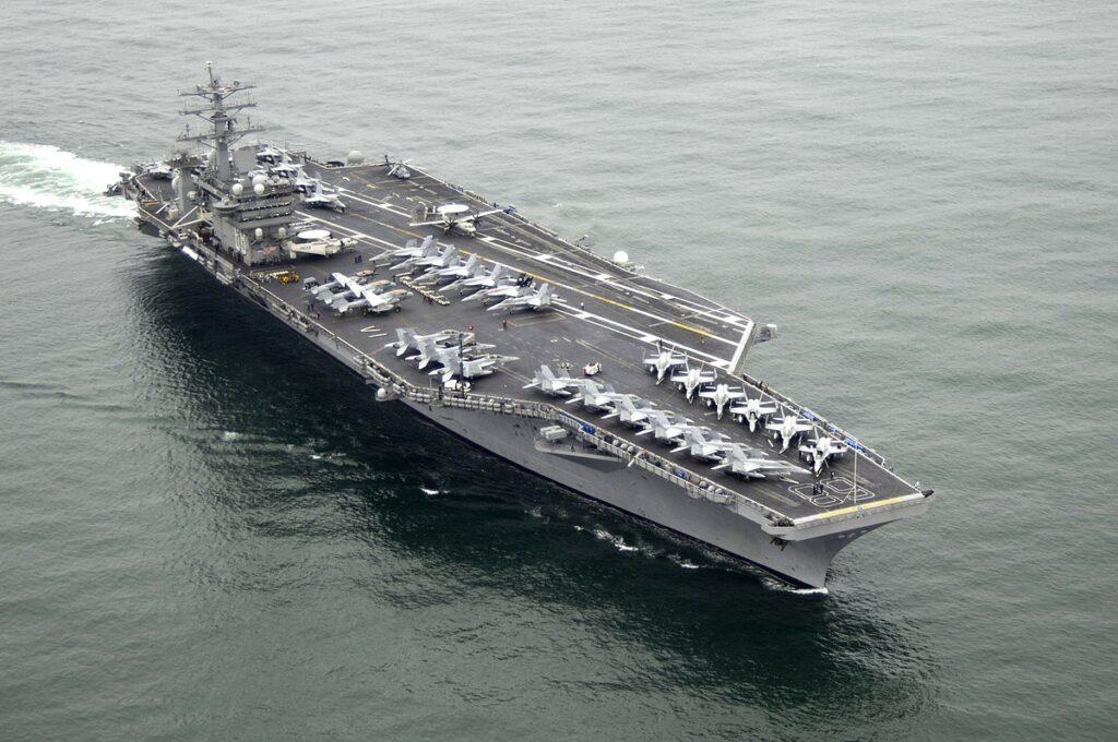 USS Nimitz ناو هواپیمابر نیمیتز-