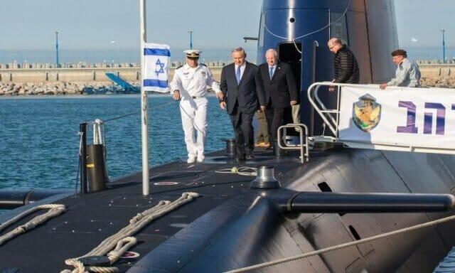 بنیامین نتانیاهو نخست وزیر اسرائیل بر روی زیردریایی