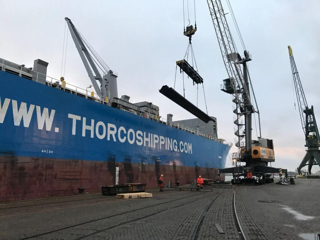 حمل و نقل فولاد با کشتی