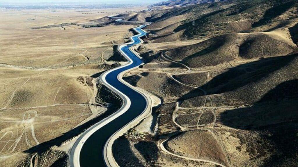 طرح انتقال آب دریا از دریای کاسپین و دریای عمان به کویر مرکزی ایران