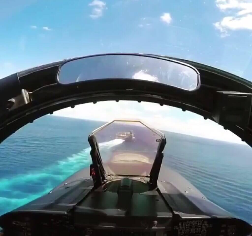 فرود روی ناو هواپیمابر از دید خلبان جنگنده