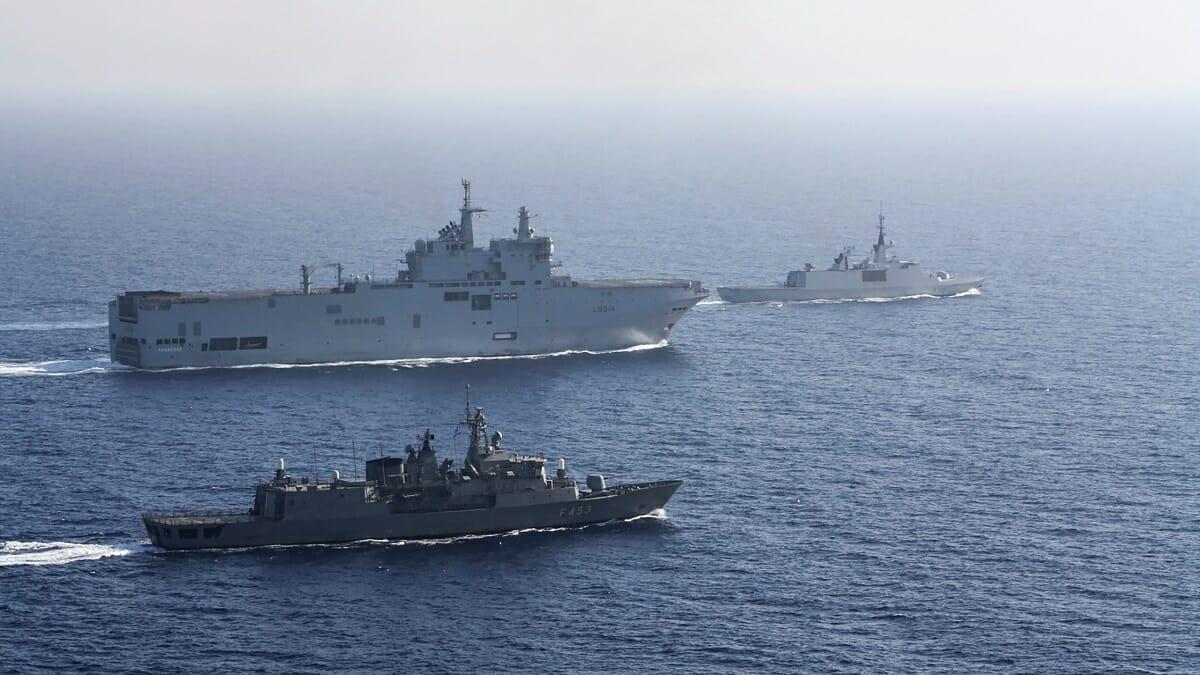 ناوشکن و جنگندههای فرانسوی در دریای مدیترانه
