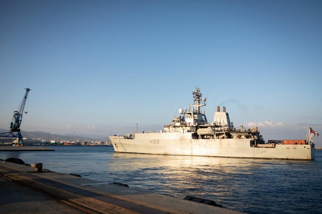 ناو HMS enterprise نیروی دریایی انگلیس در بندر بیروت