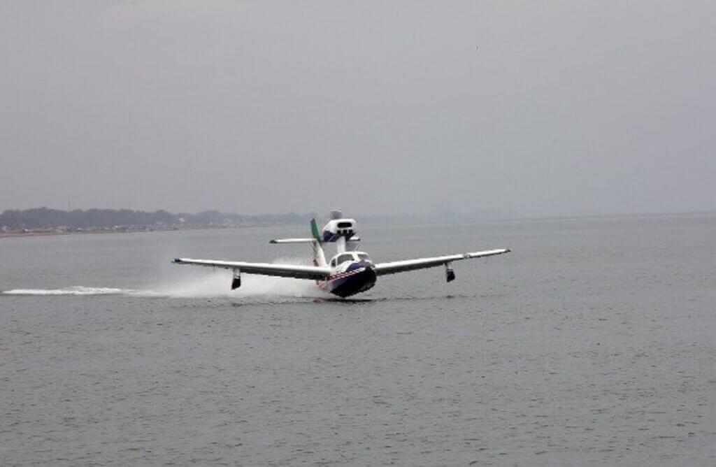 نمونه ارتقا یافته پرنده و هواپیما دو زیست هوایی- دریایی ایرانی