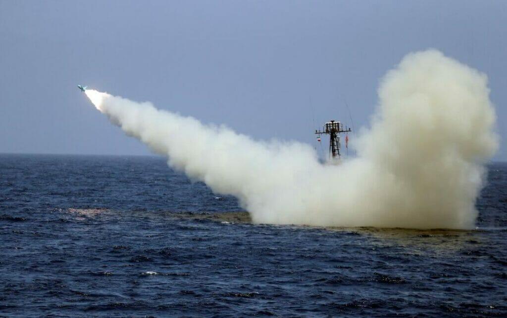 پرتاب موشک بالستیک از روی شناور و قایق تندرو