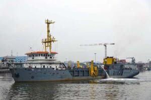 پهلوگیری کشتی یاسین در اسکله بندر انزلی