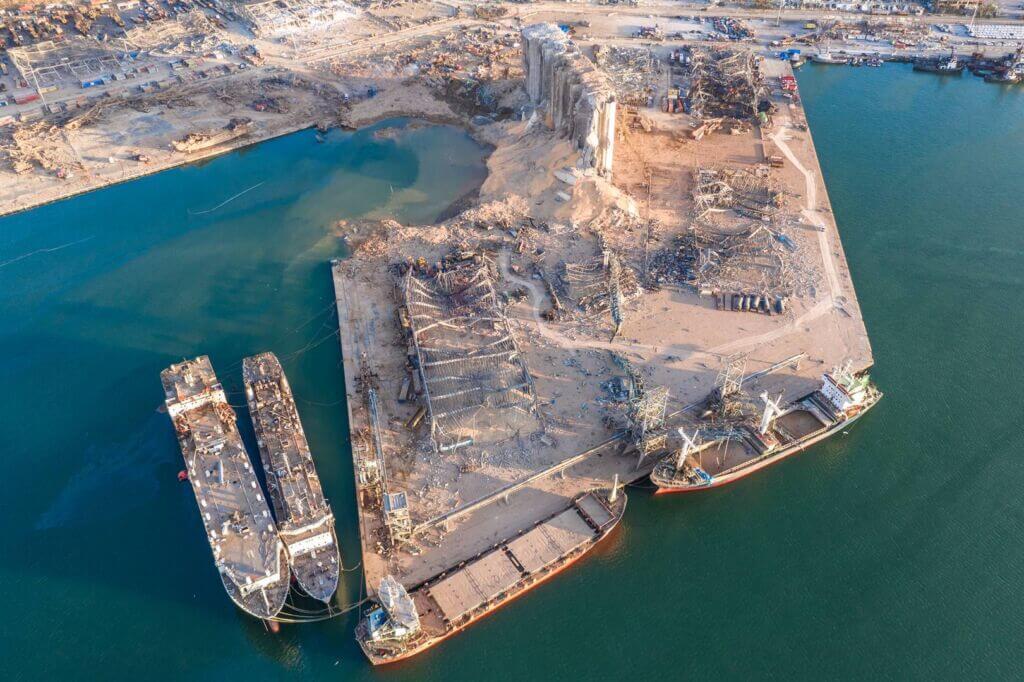 پهلو گرفتن کشتیها پس از انفجار بیروت در اسکله بندر بیروت