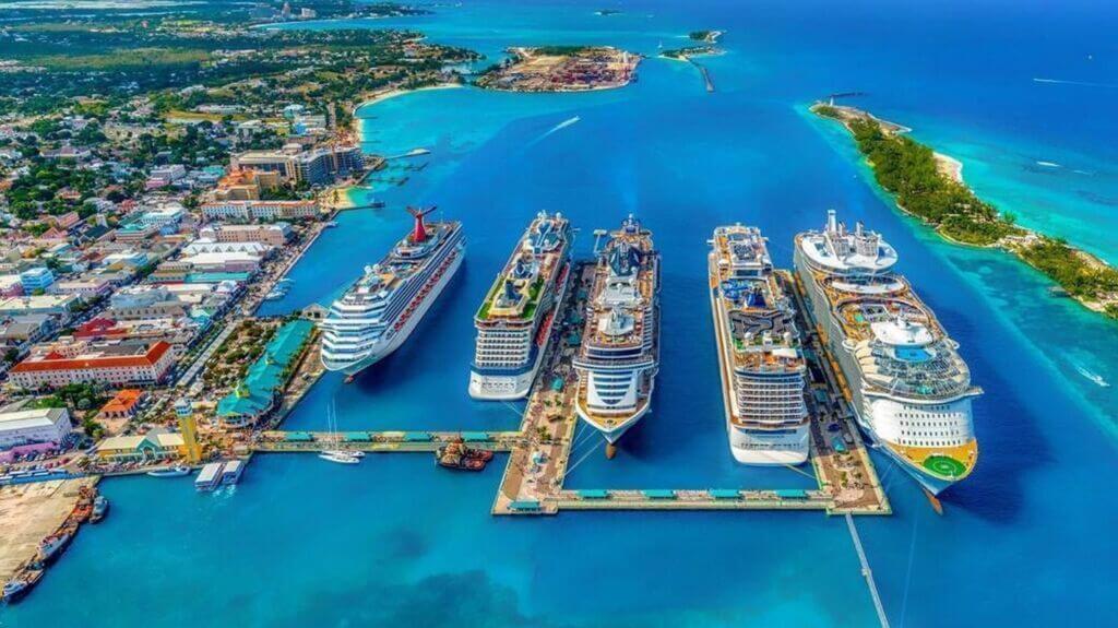کشتیهای بزرگ کروز و تفریحی در سواحل بنادر