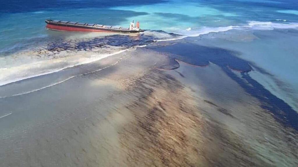 نشت نفت کشتی ژاپنی در اقیانوس هند