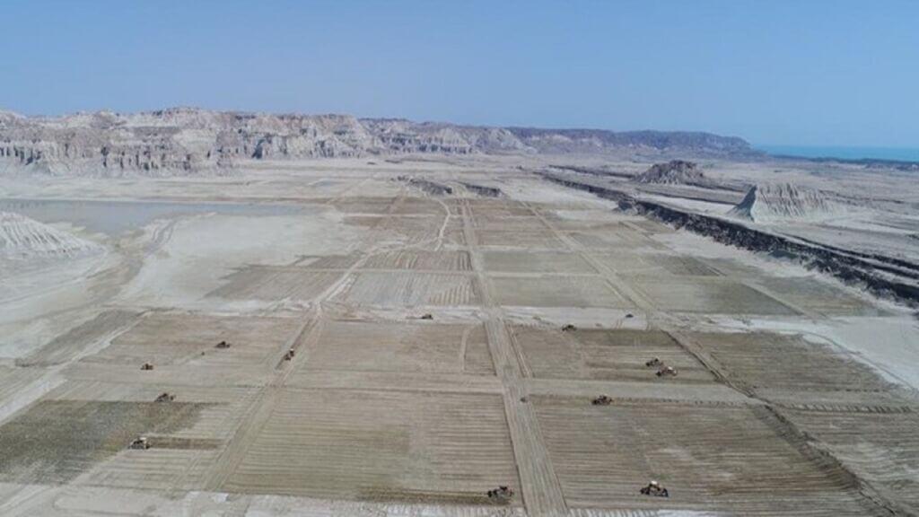 احداث سایت پرورش میگو در حریم غار نمکدان جزیره قشم