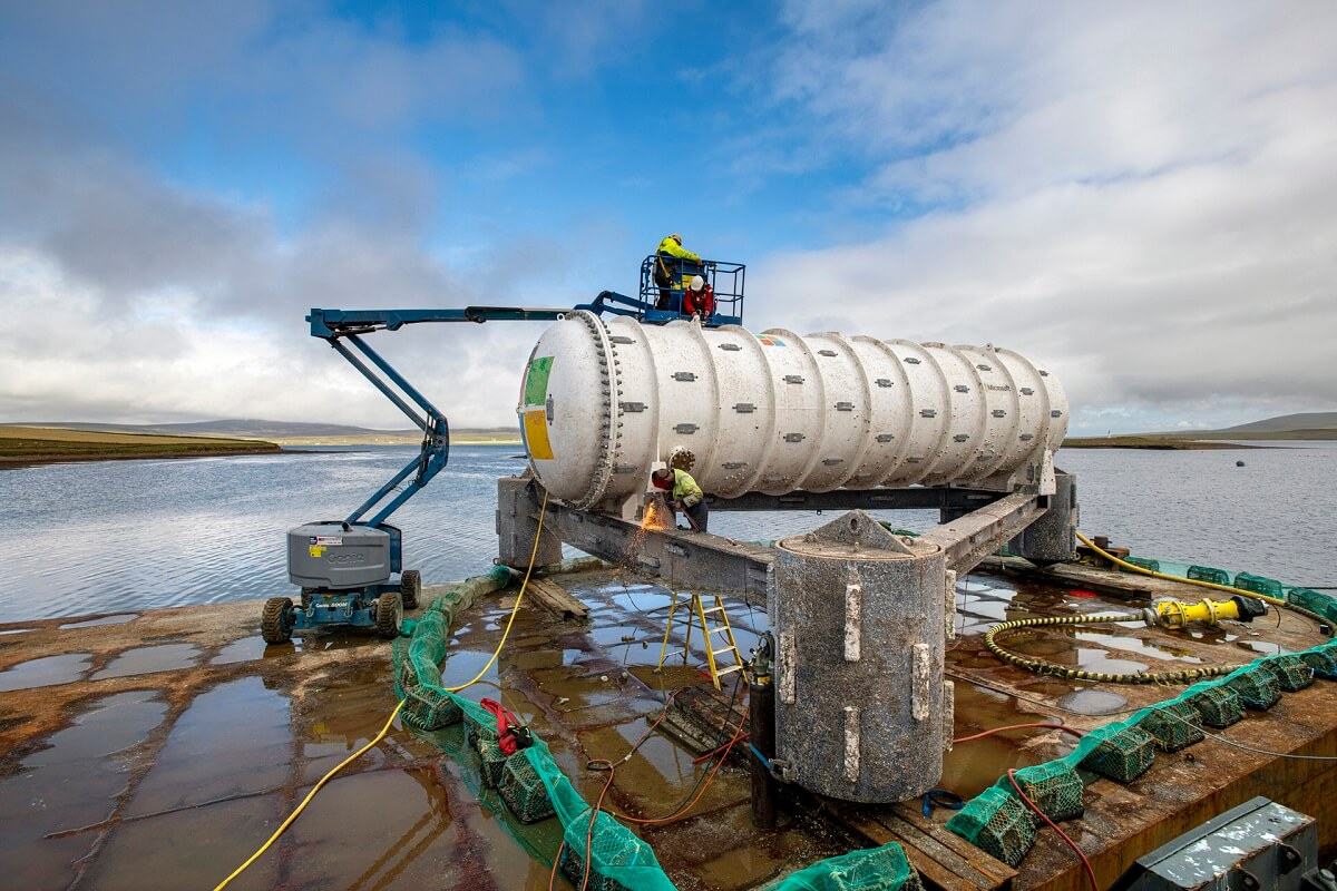 استخراج دیتاسنتر زیرآبی مایکروسافت از اعماق دریا