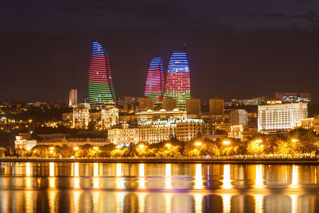 برج هاي شعله (Flame Towers) بندر باکو آذربایجان در شب