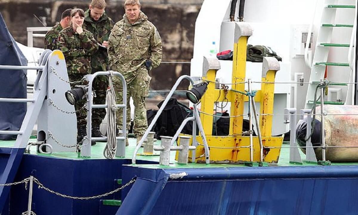 برخورد تانکر مواد شیمیایی دانمارک با کشتی نظامی انگلیس